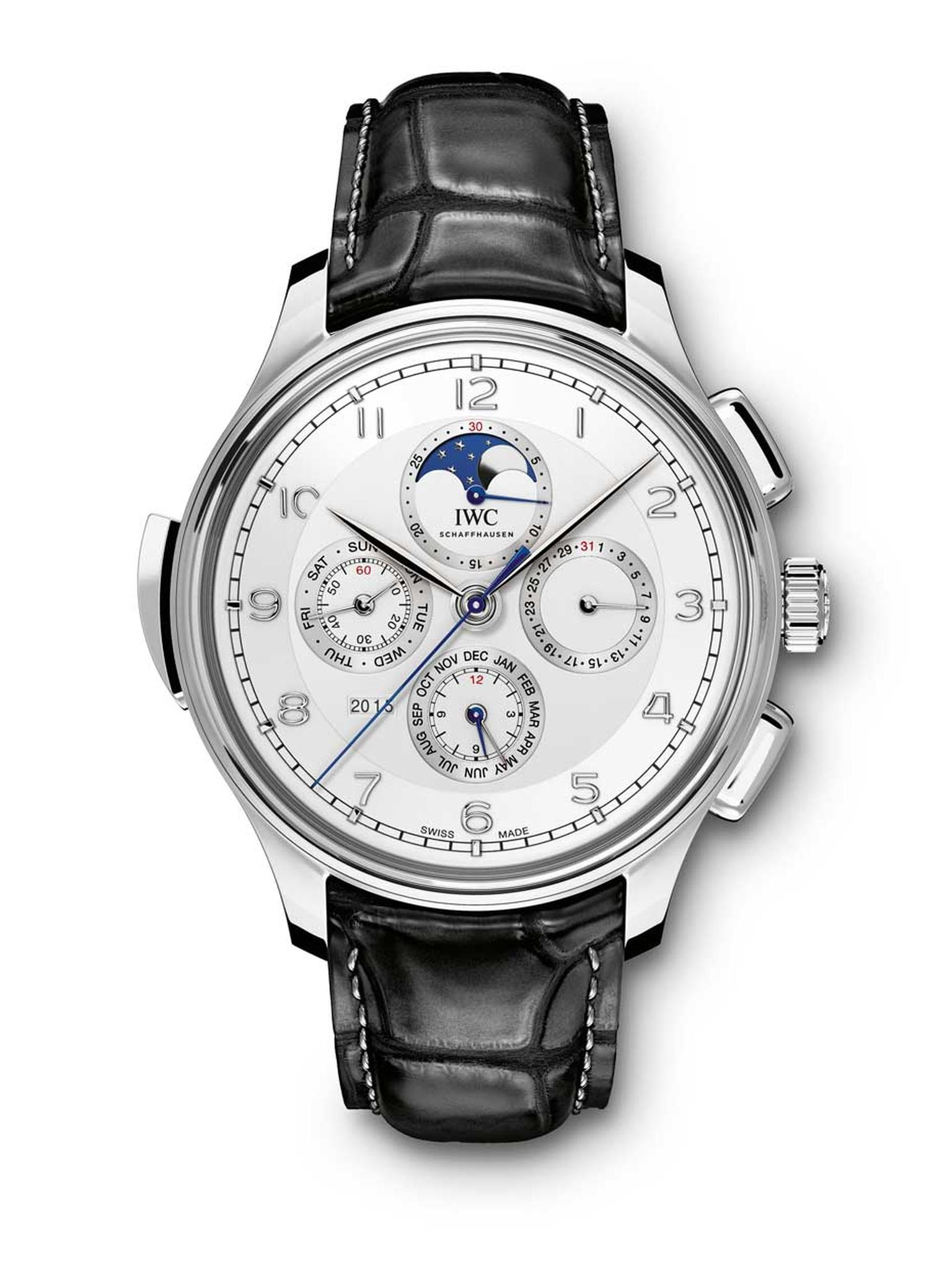 IWC Portugieser Grande Complication houses an incredibly complex minute-repeating strike train, which chimes out the time in clear acoustic tones: with lower chimes for the hours, a double strike – one on each gong – for the quarter-hours and a strike on