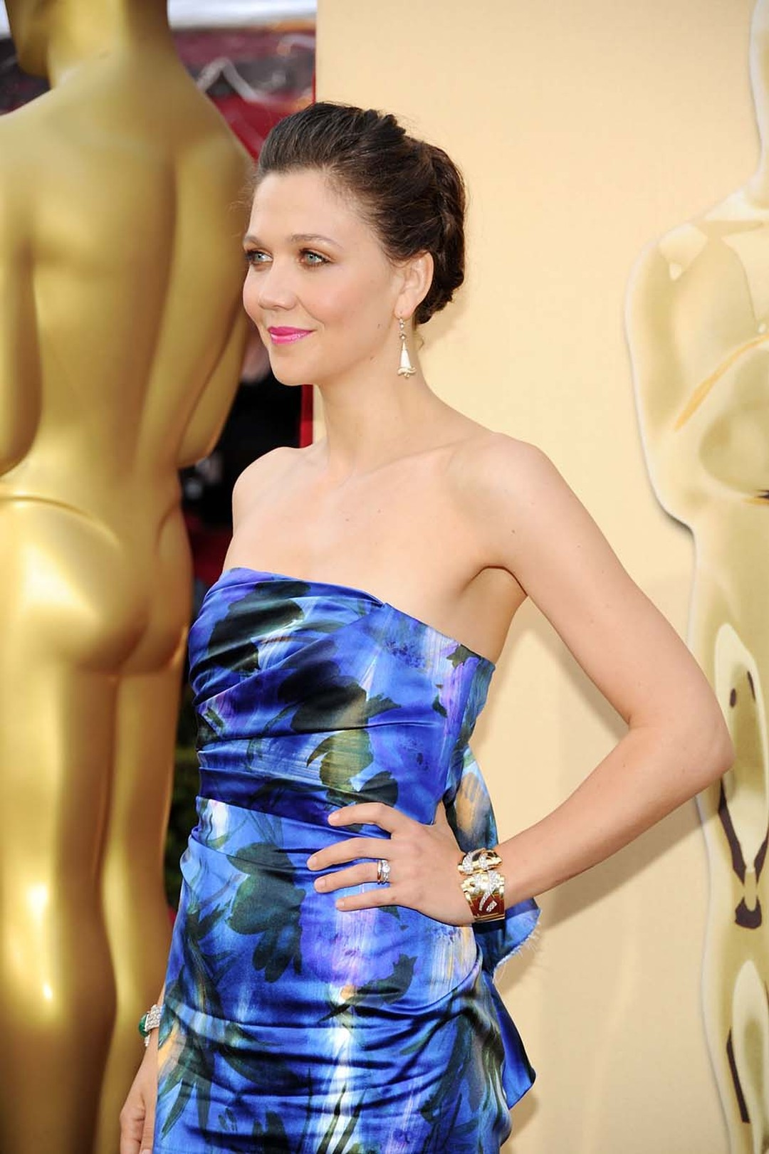 The 1950s style, old-mine diamond honeycomb Fred Leighton bracelet is just visible on the hidden wrist of actress Maggie Gyllenhall as she walked the 2010 Oscars red carpet.