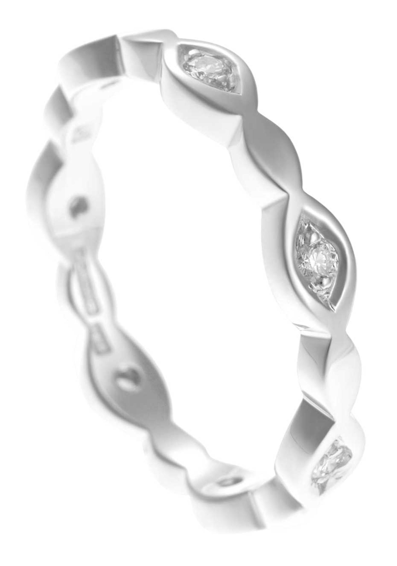Fairtrade white gold ring with brilliant-cut diamonds from HK Jewellery.