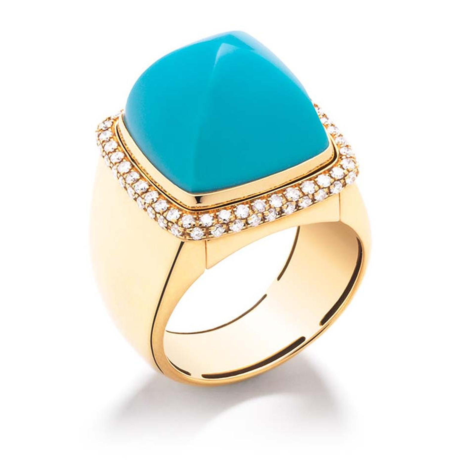 The FRED Pain de Sucre gemstone cocktail ring features an interchangeable cabochon turquoise, which can be swapped with eight additional choices of gemstone, including chalcedony and amethyst. €6,490.