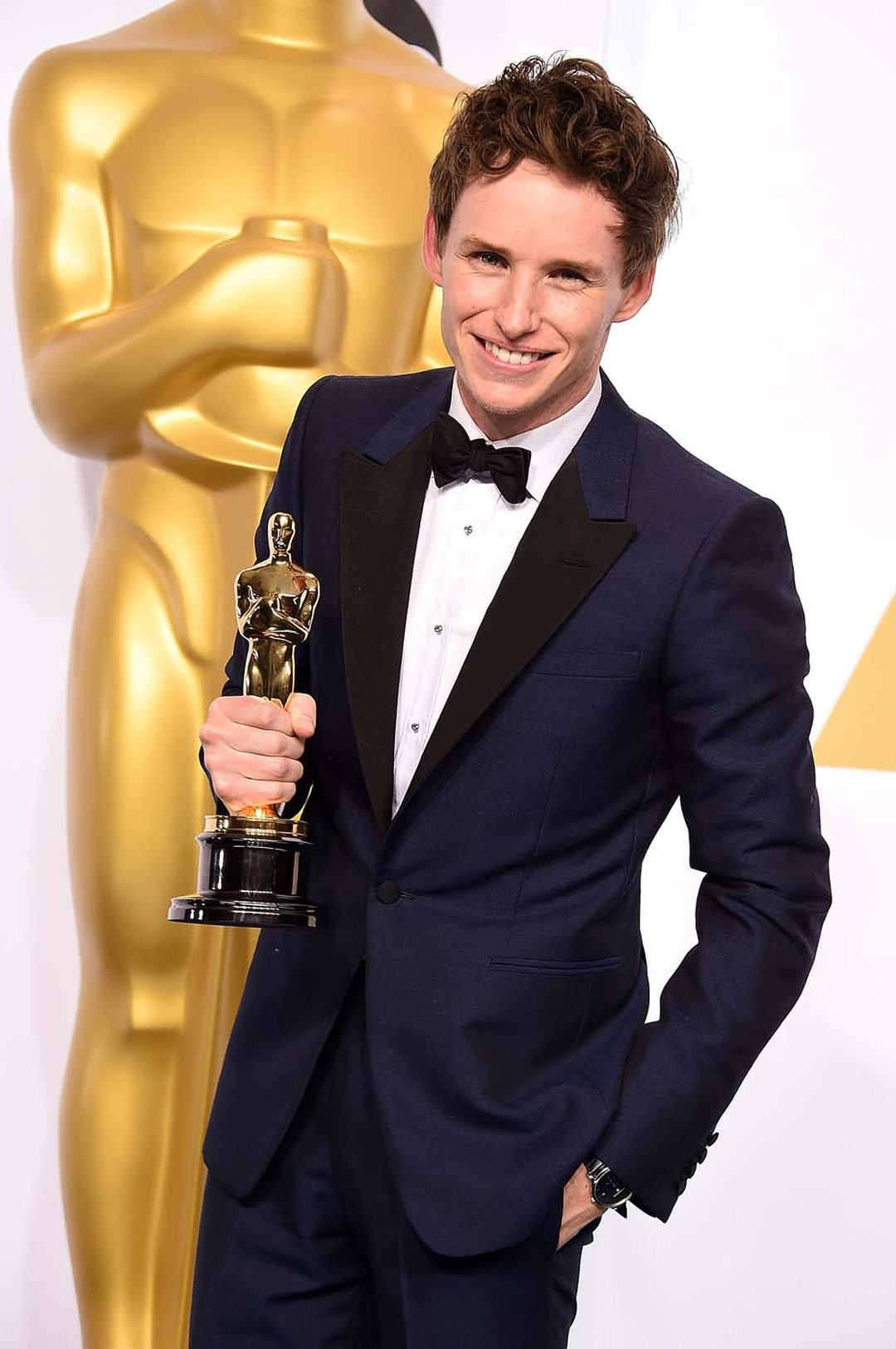 British actor Eddie Redmayne chose to accessorize his bespoke Alexander McQueen suit with a Chopard L.U.C XPS watch in platinum as he collected his Oscar for Best Actor.