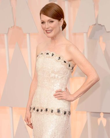 Oscar-winning Best Actress, Julianne Moore, opted for a pair of Chopard diamond earrings, which perfectly matched her custom black and white Chanel gown.