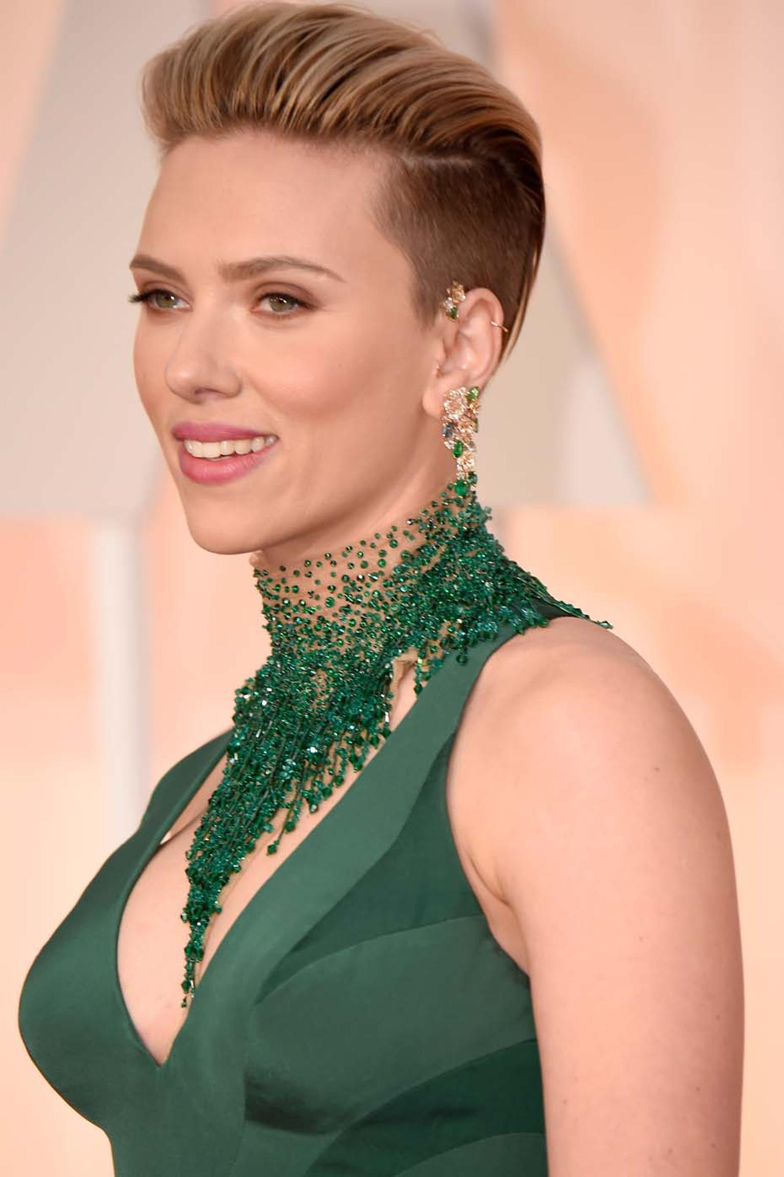 Actress Scarlett Johansson wowed the crowds with her red carpet jewelry, opting to accessorize her emerald green Atelier Versace gown, complete with dramatic Swarovski beaded collar, with a pair of mismatched earrings, ultra-modern Piaget Mediterranean Ga