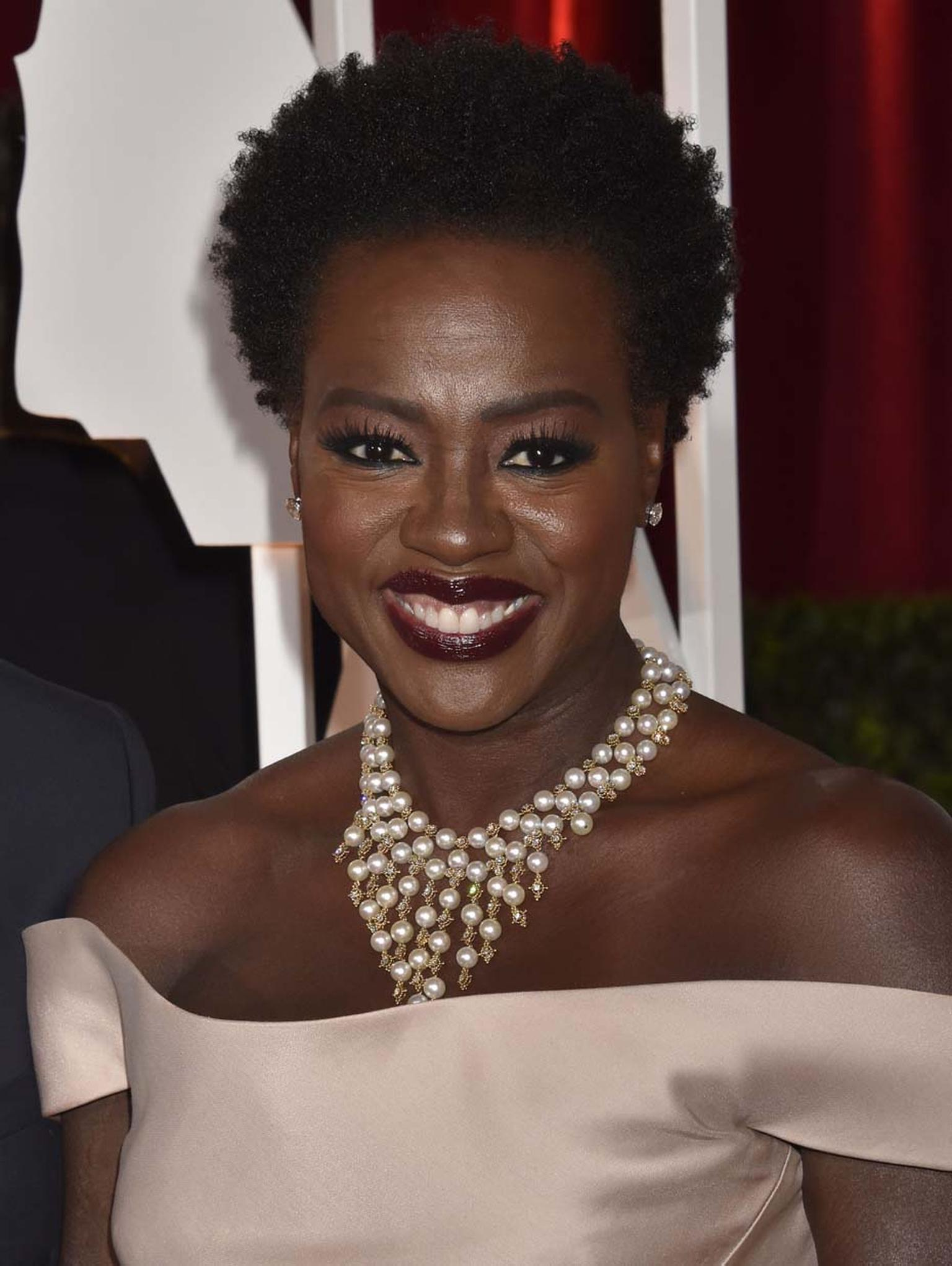 Actress Viola Davis opted for this stunning pearl statement necklace on the Oscars red carpet. The Van Cleef & Arpels estate piece was a beautifully crafted tangle of gold, diamonds and pearls.