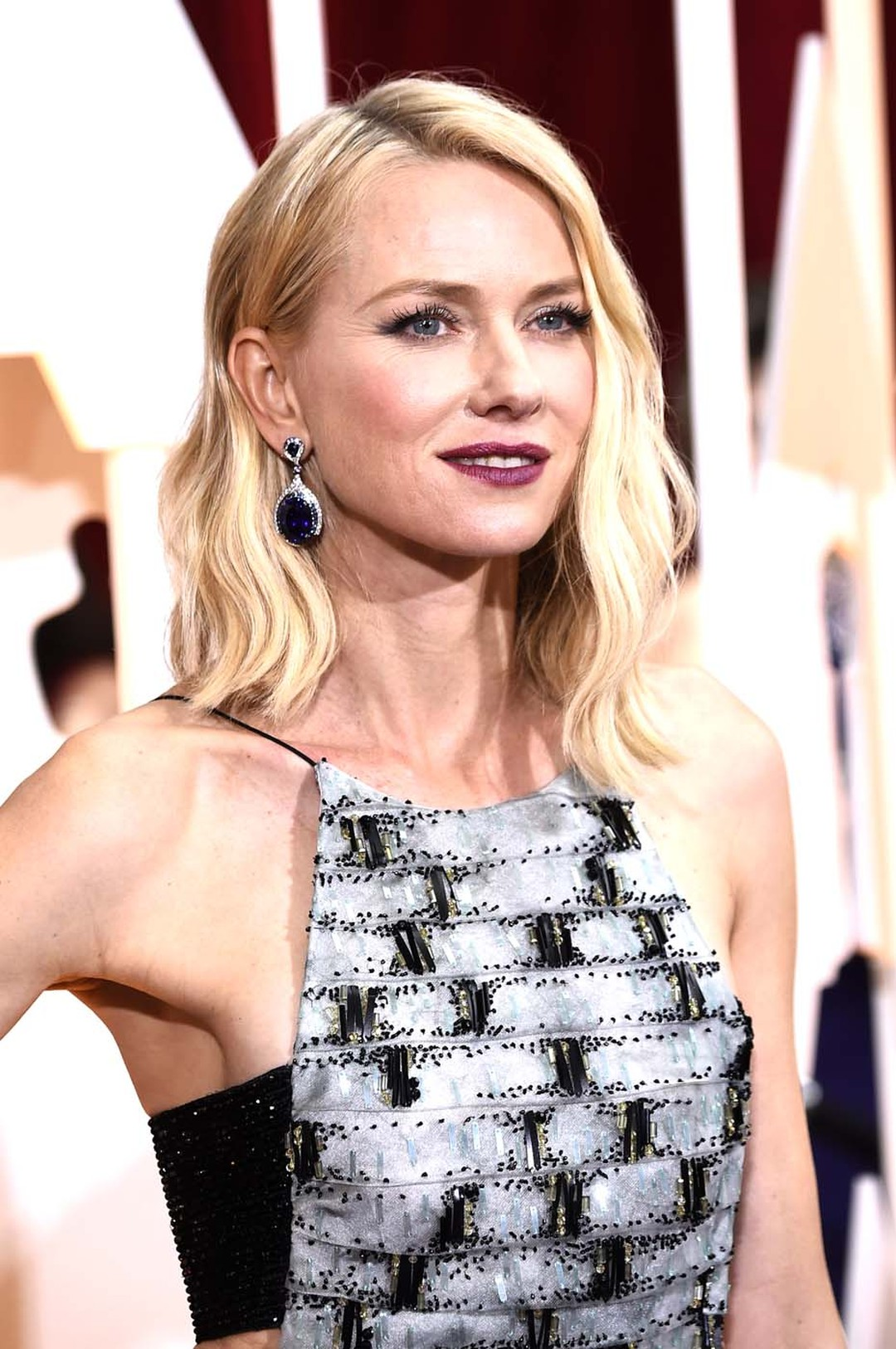 Actress Naomi Watts wore a one-of-a-kind Wallis Simpson Bracelet and Modern Art Deco sapphire earrings, both by Anna Hu, on the Oscars 2015 red carpet.