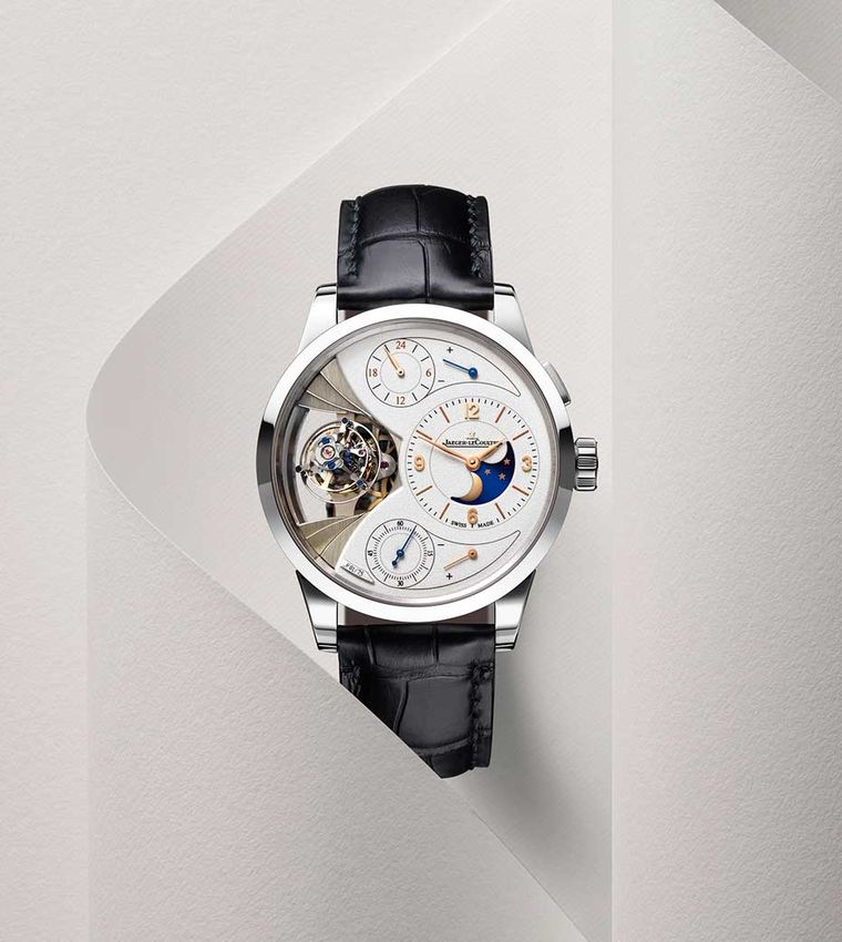 Jaeger-LeCoultre Duomètre Sphérotourbillon Moon is presented in a handsome 42mm platinum case, which protects the in-house, manually-wound movement, calibre 389. The watch is issued in a limited edition of 75 pieces.