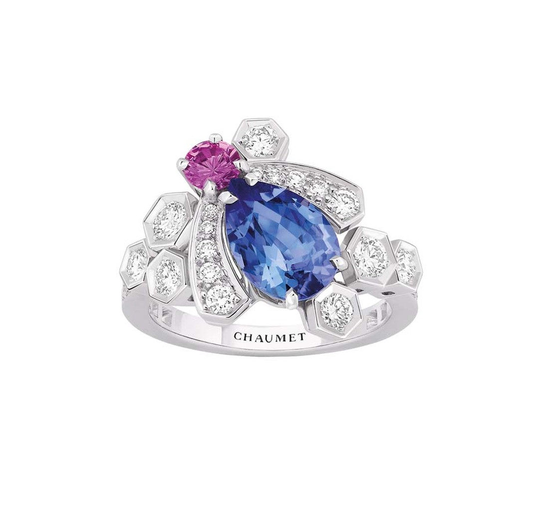 Chaumet Bee My Love ring in white gold, set with a central tanzanite, a pink sapphire and diamonds.