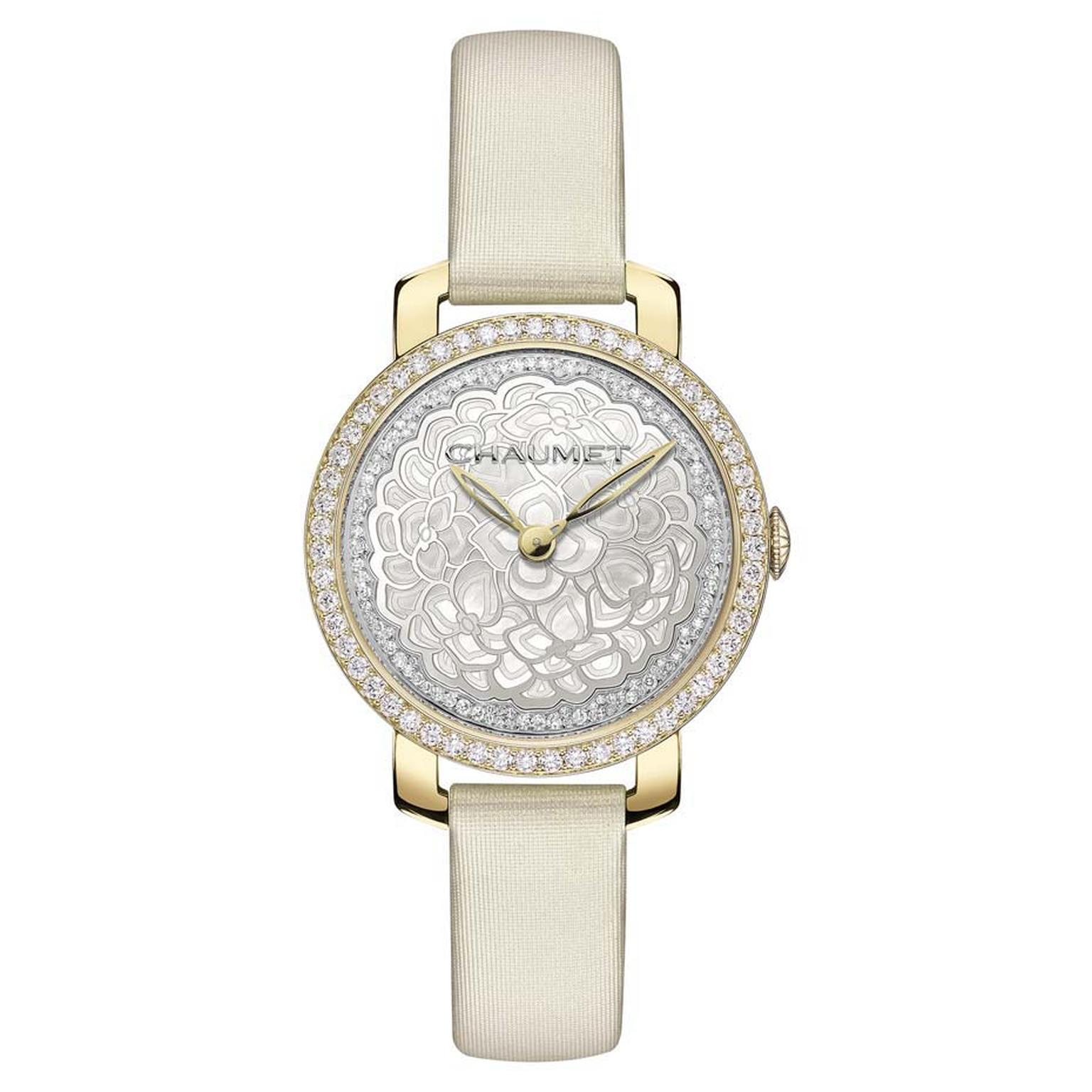 Chaumet Hortensia 31mm watch in yellow gold with a central hydrangea flower crafted in mother-of-pearl is powered by a reliable Swiss quartz movement.