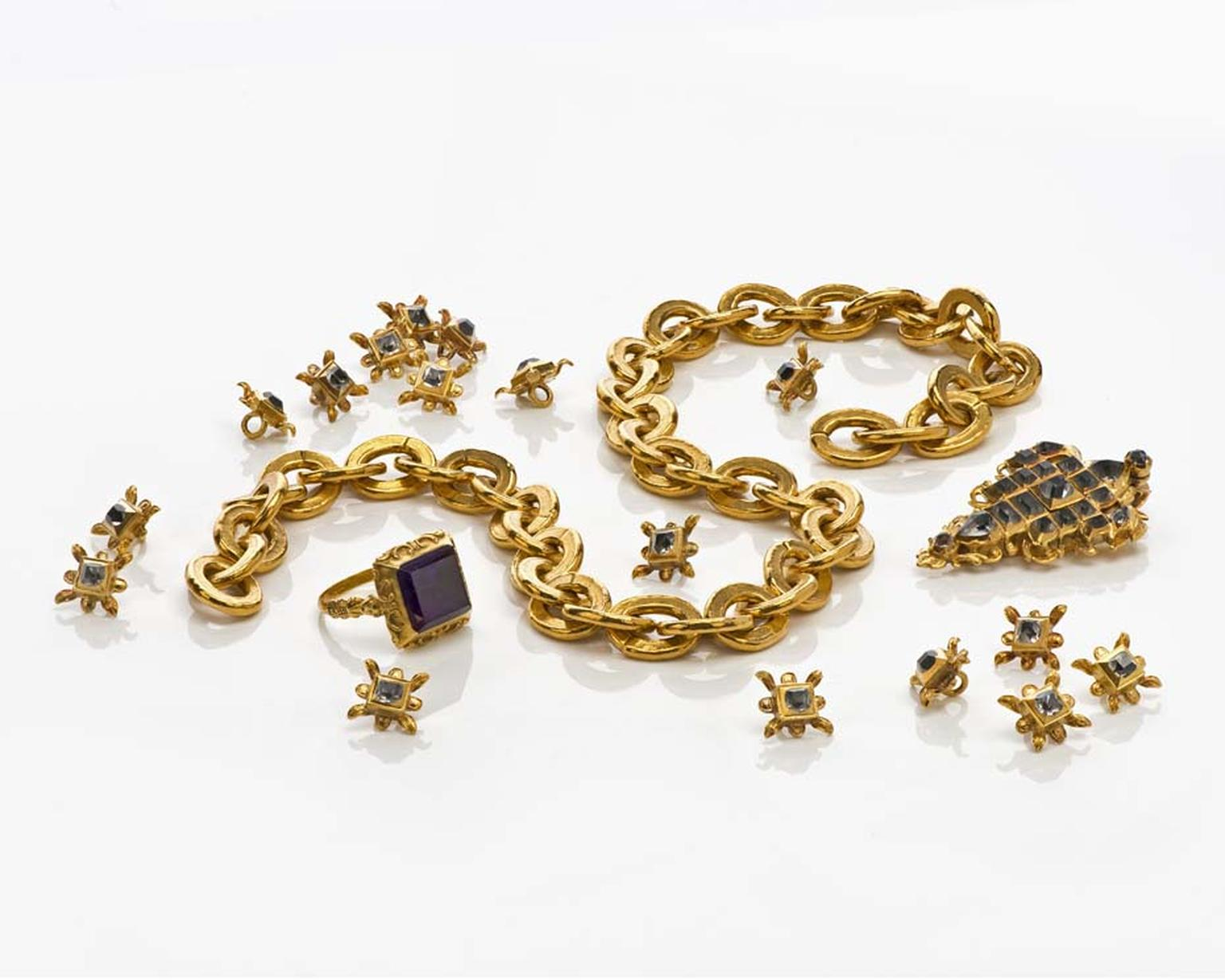 This remarkable set of 18 buttons, jewel and chain, being sold by Deborah Elvira for €330,000 at TEFAF Maastricht, was recovered from the Spanish Galleon Nuestra Señora de la Pura y Limpia Concepción in the first half of the 17th century.