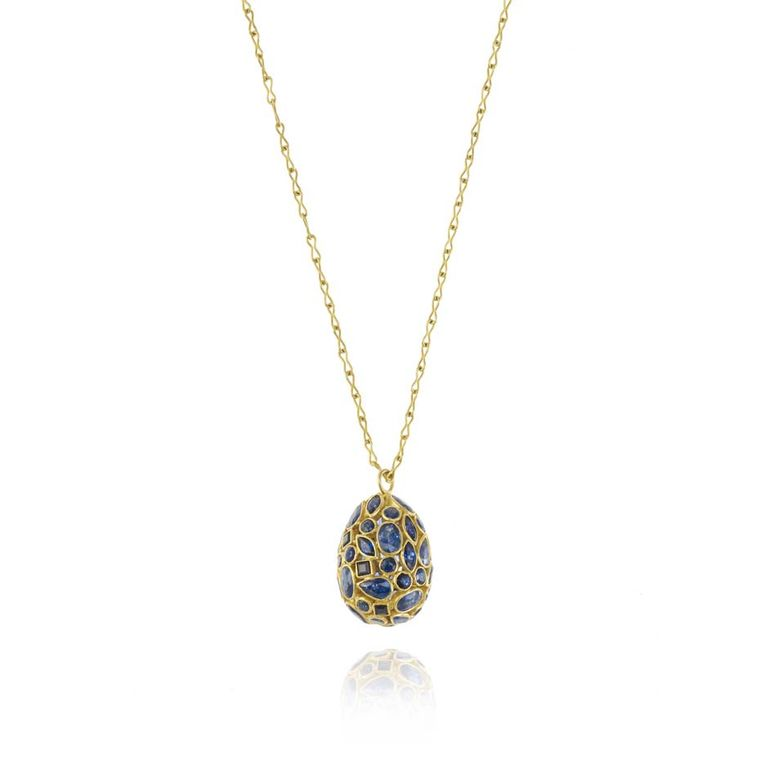 This 18ct yellow gold and sapphire egg pendant from Pippa Small, is a stylish alternative to a chocolate egg this Easter.