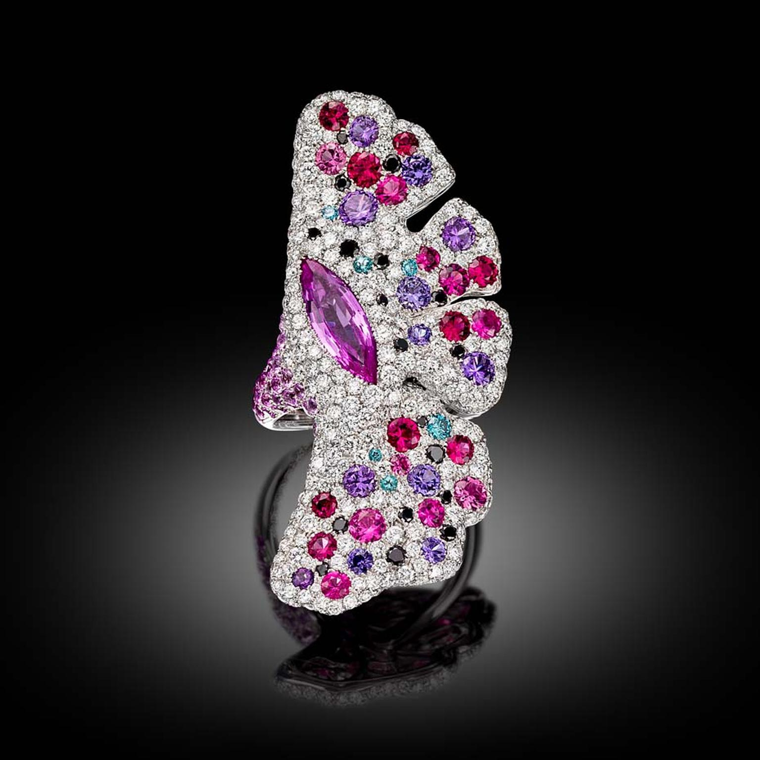 Palmiero Winged Flowers ring from the La terra e le Nostre Fantasia high jewellery collection.