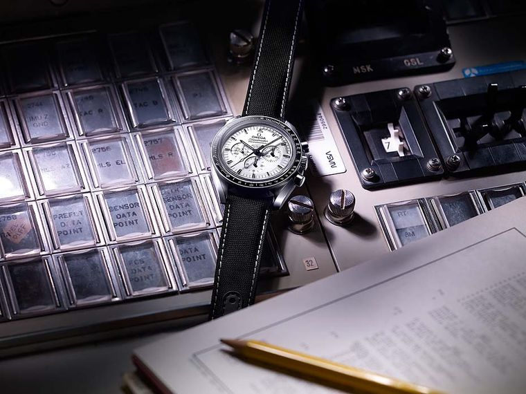 "Omega Speedmaster Apollo 13 Silver Snoopy Award men's watch pays homage to the ""Houston, we have a problem"" mission of 1970. Thanks to Commander Lovell's Speedmaster, the crew were able to time the firing of the re-entry rockets for a safe return to Earth"