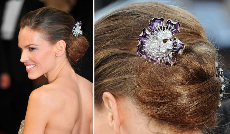 Hilary Swank wore a pair of Magic Orchid high jewellery earrings by Anna Hu as hair ornaments to the 2011 Oscars ceremony.