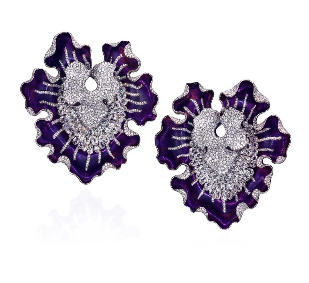 The Anna Hu Myth of Orchid high jewellery earrings worn by Hilary Swank to the 2011 Oscars in purple titanium, set with briolette, silver-grey and white diamonds.