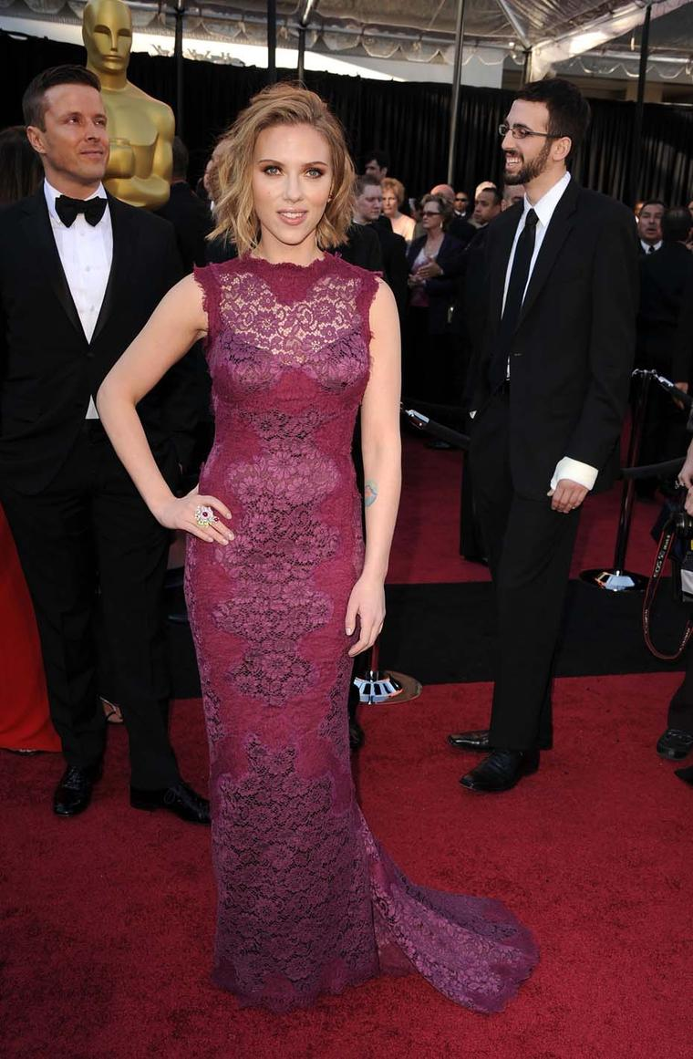 Scarlett Johansson wore Anna Hu's Dragon Flower ring, set with rubies, sapphires and diamonds, to the 2011 Oscars.