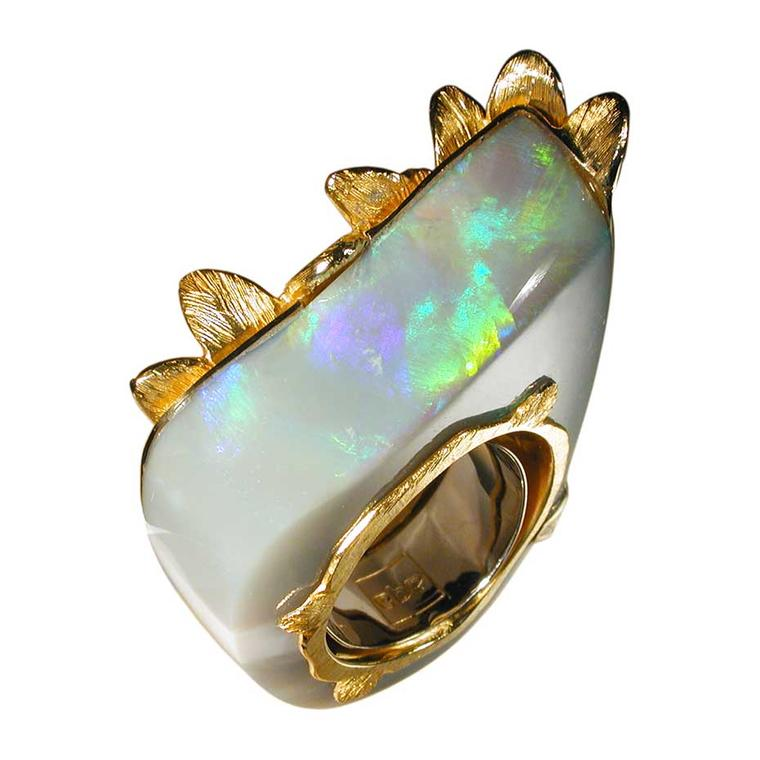 Sergio Spivach & Stefano Spivach (AQA contemporary opals) opal sculpture ring in yellow gold, created using lost wax casting and engraving. The opal originates from Coober Pedy.