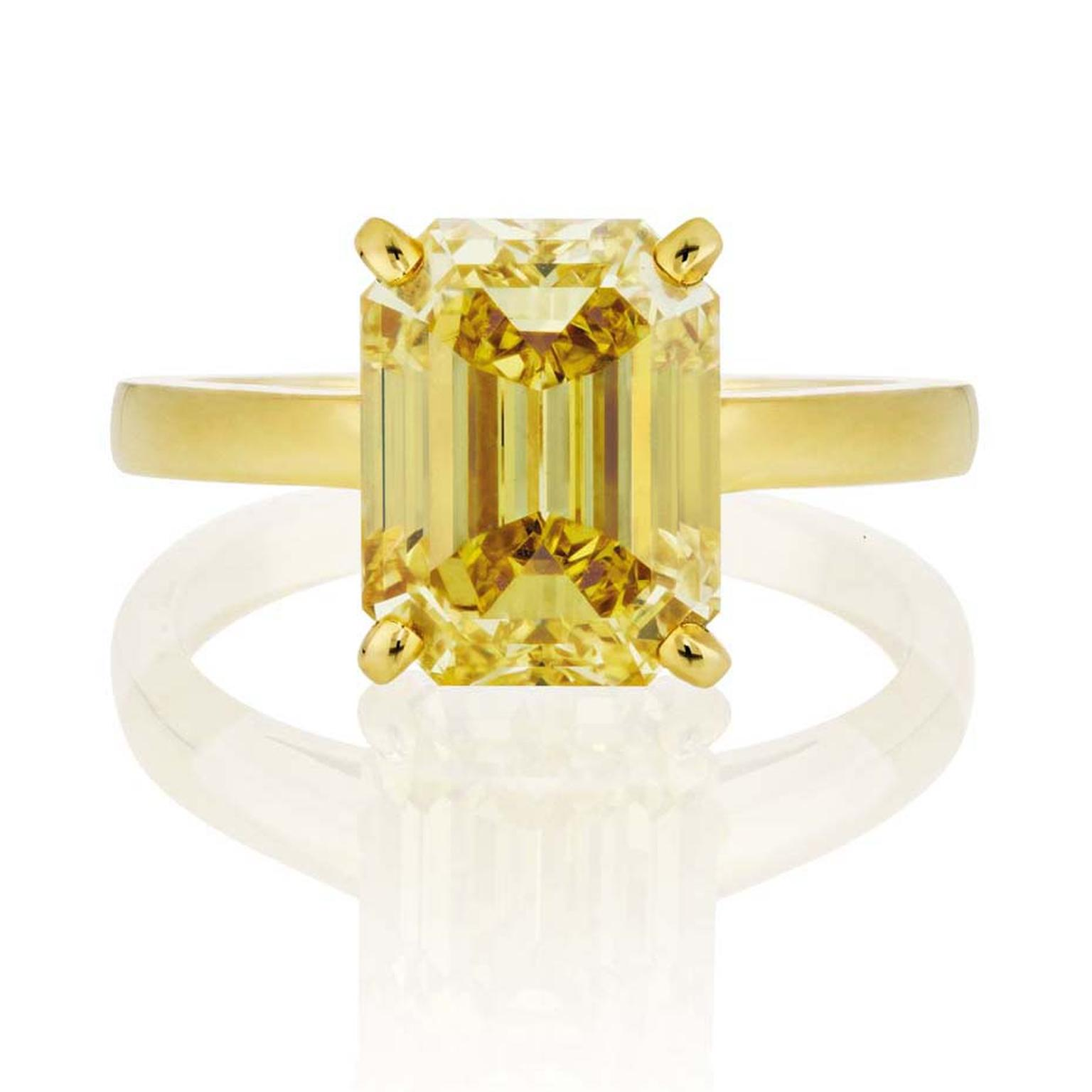 De Beers 4.03ct emerald-cut Fancy Vivid yellow diamond engagement ring, set in yellow gold.