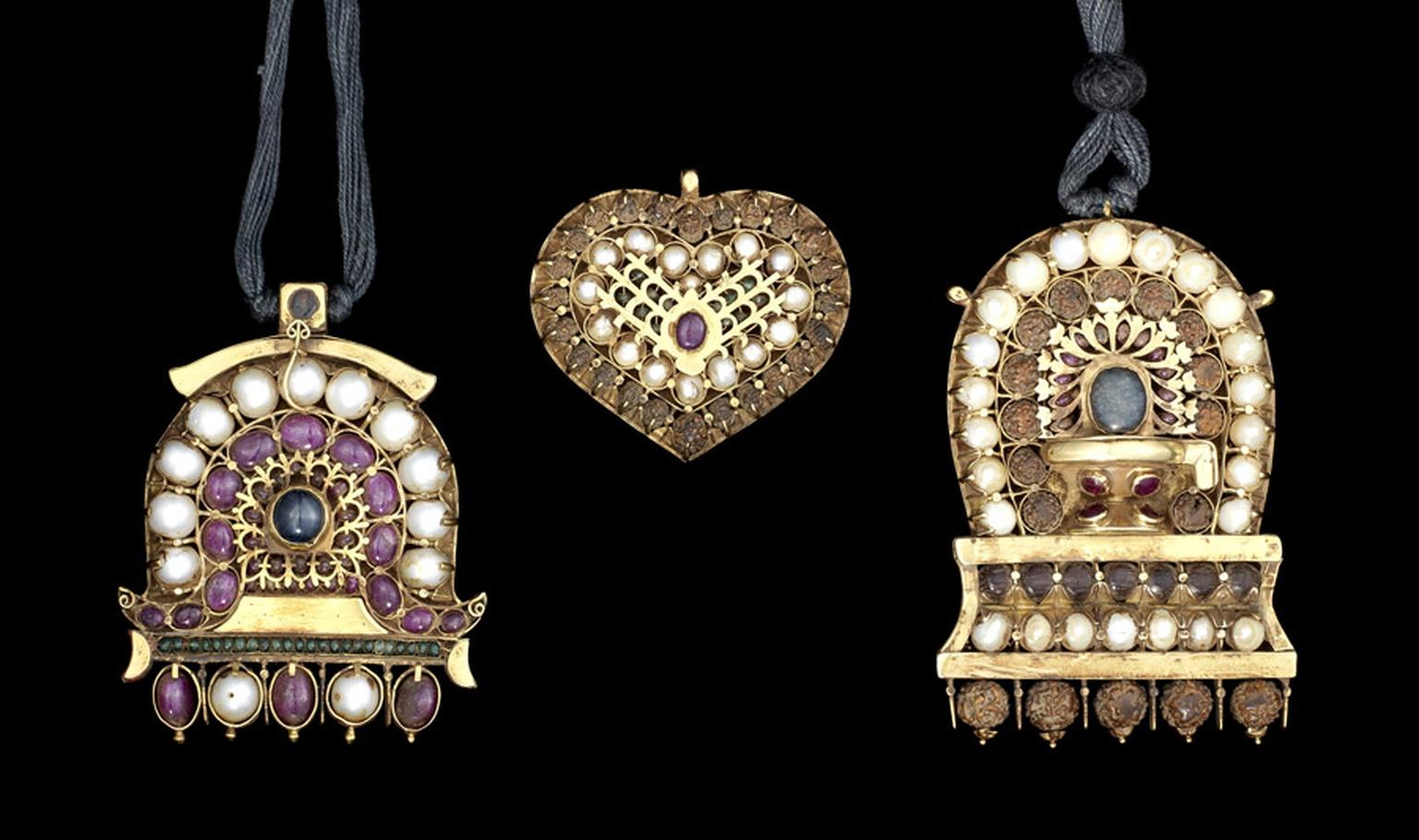 Bonhams-Indian-Temple-Pendants