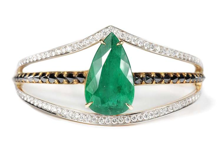 Ara Vartanian high jewellery bracelet in yellow gold, set with a pear-shaped emerald, inverted black diamonds and brilliant-cut white diamonds.