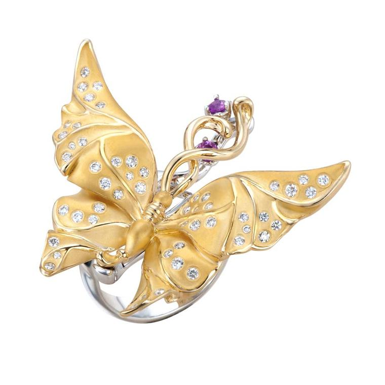 This Carrera y Carrera ring in yellow and white gold with diamonds and pink sapphires, from the new Universo collection, perfectly captures the beauty of a butterfly in flight.