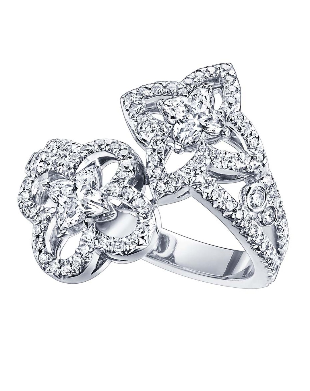 The most romantic of the Monogram Fusion Louis Vuitton rings is the Toi et Moi style, where a star and flower diamond come together, snugly wrapped around the finger.