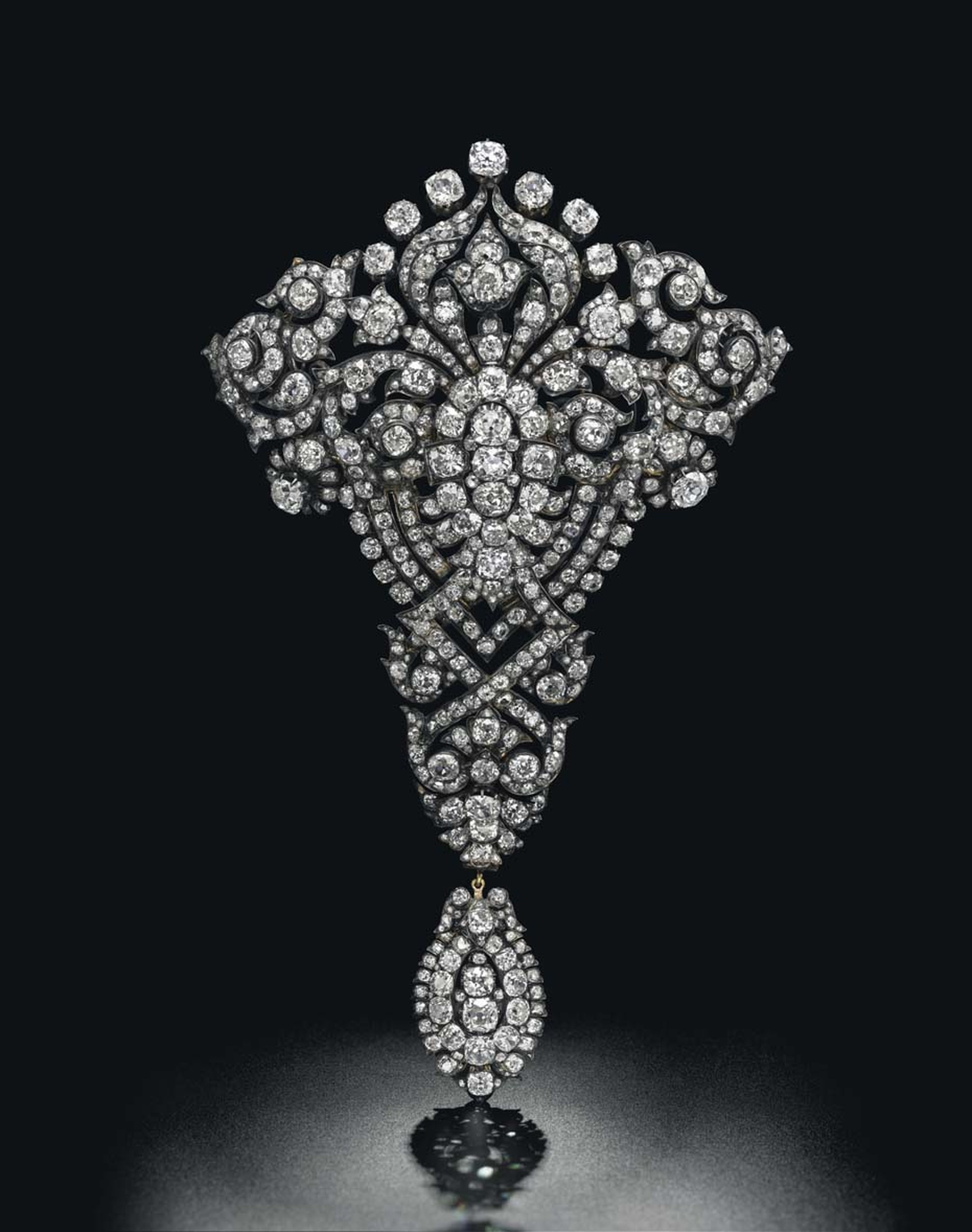 The spectacular Maria Christina Royal Devant-de-Corsage diamond brooch is expected to achieve $1.5-2 million at Christie's Magnificent Jewels sale in Geneva on 13 May 2015.
