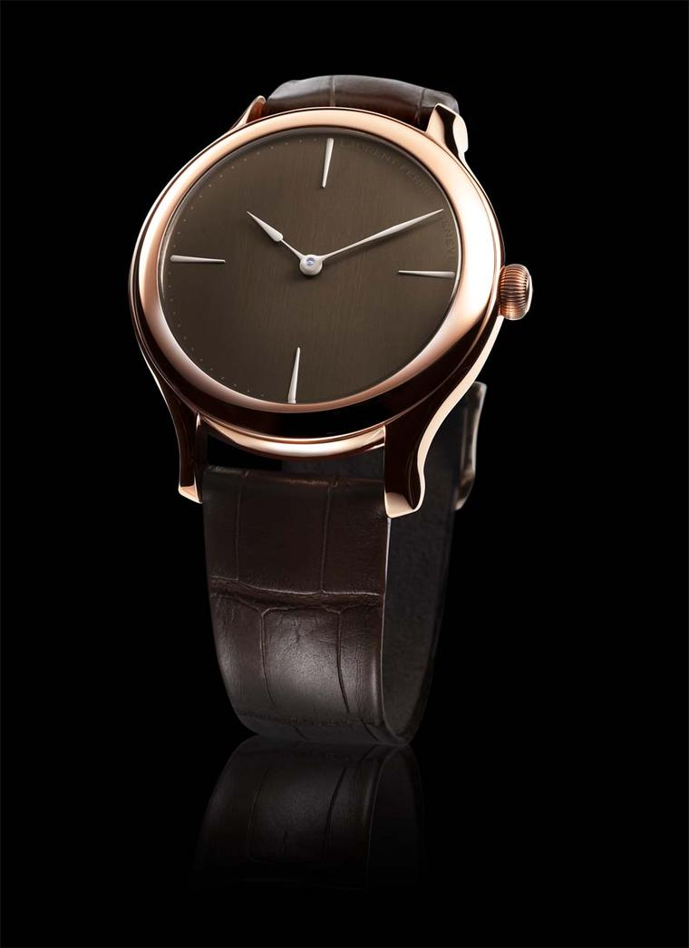 Laurent Ferrier Galet Micro-Rotor Chocolate 39mm rose gold watch. With its minimalist dial that is rich in texture and colour, it is almost good enough to eat. Inside the smooth round case is a superlative Laurent Ferrier movement with an 80-hour power re