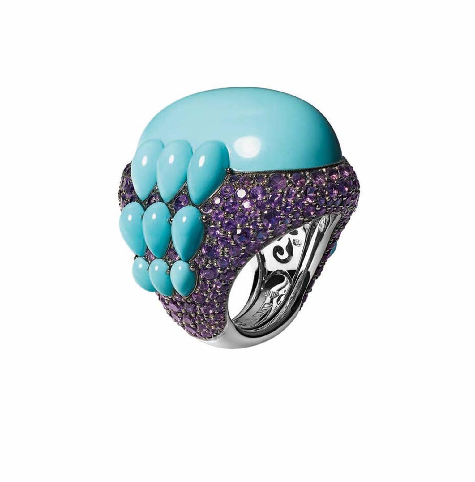 Melody of Colours turquoise and amethyst ring, set in white gold by de GRISOGONO.