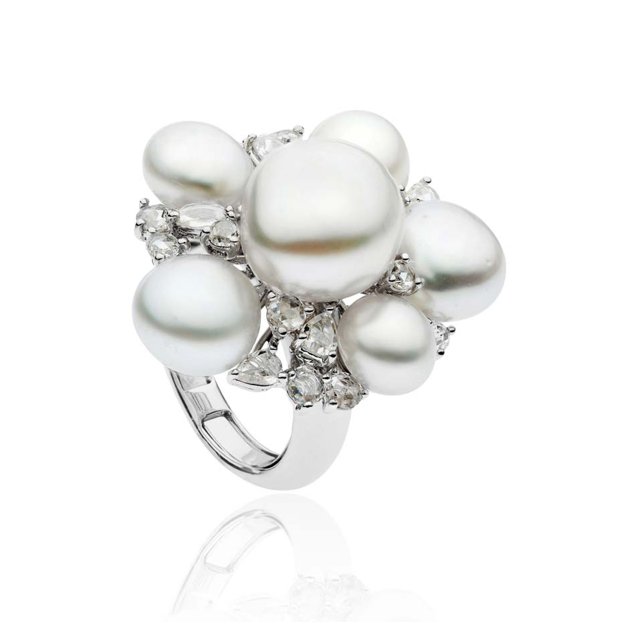 Autore South Sea Keshi pearl ring in white gold with diamonds, from the Rose Cut collection.
