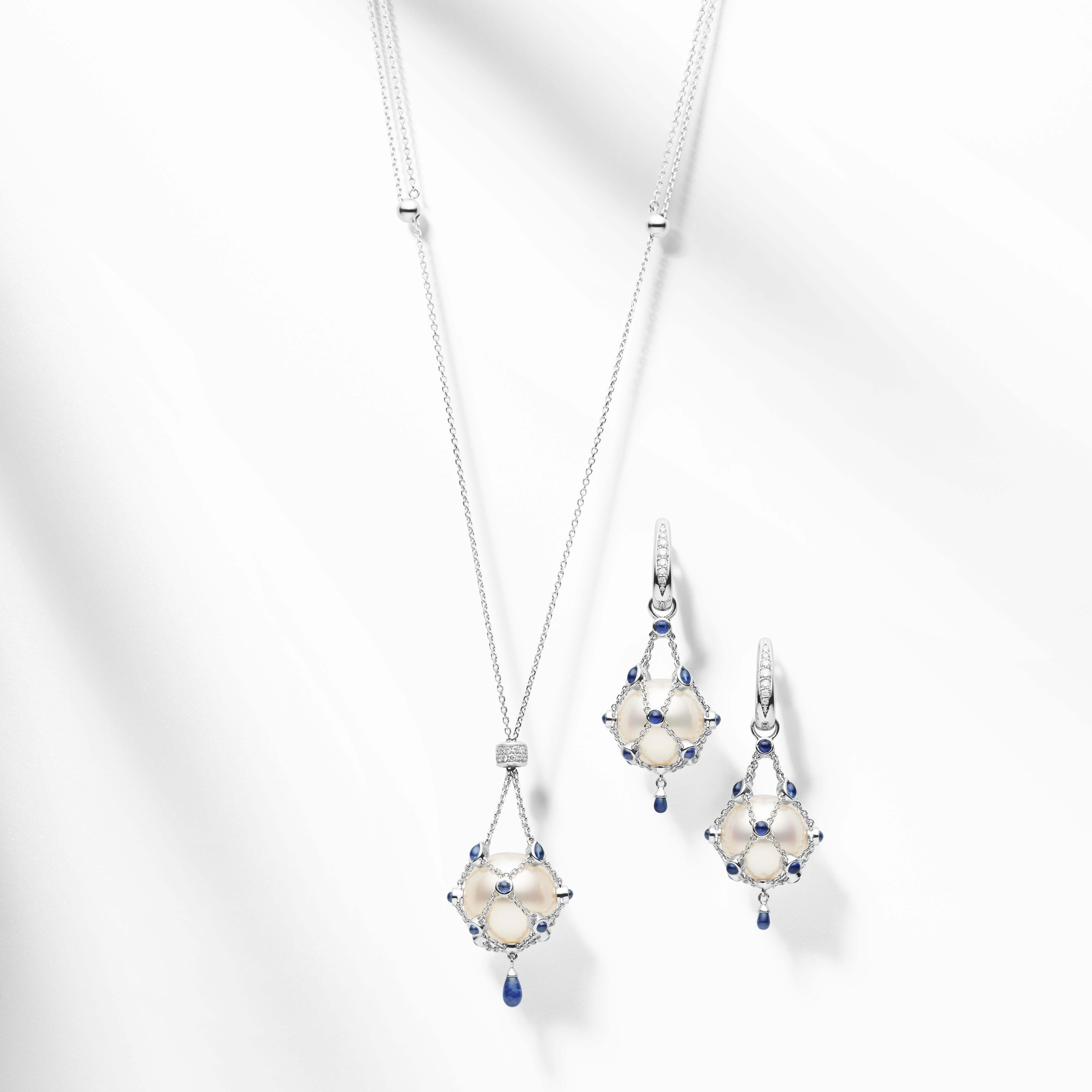 Paspaley Lavalier bleu Australian South Sea pearl necklace with sapphires and white diamonds in white gold, and Lavalier bleu South Sea pearl earrings with sapphires and white diamonds in white gold.