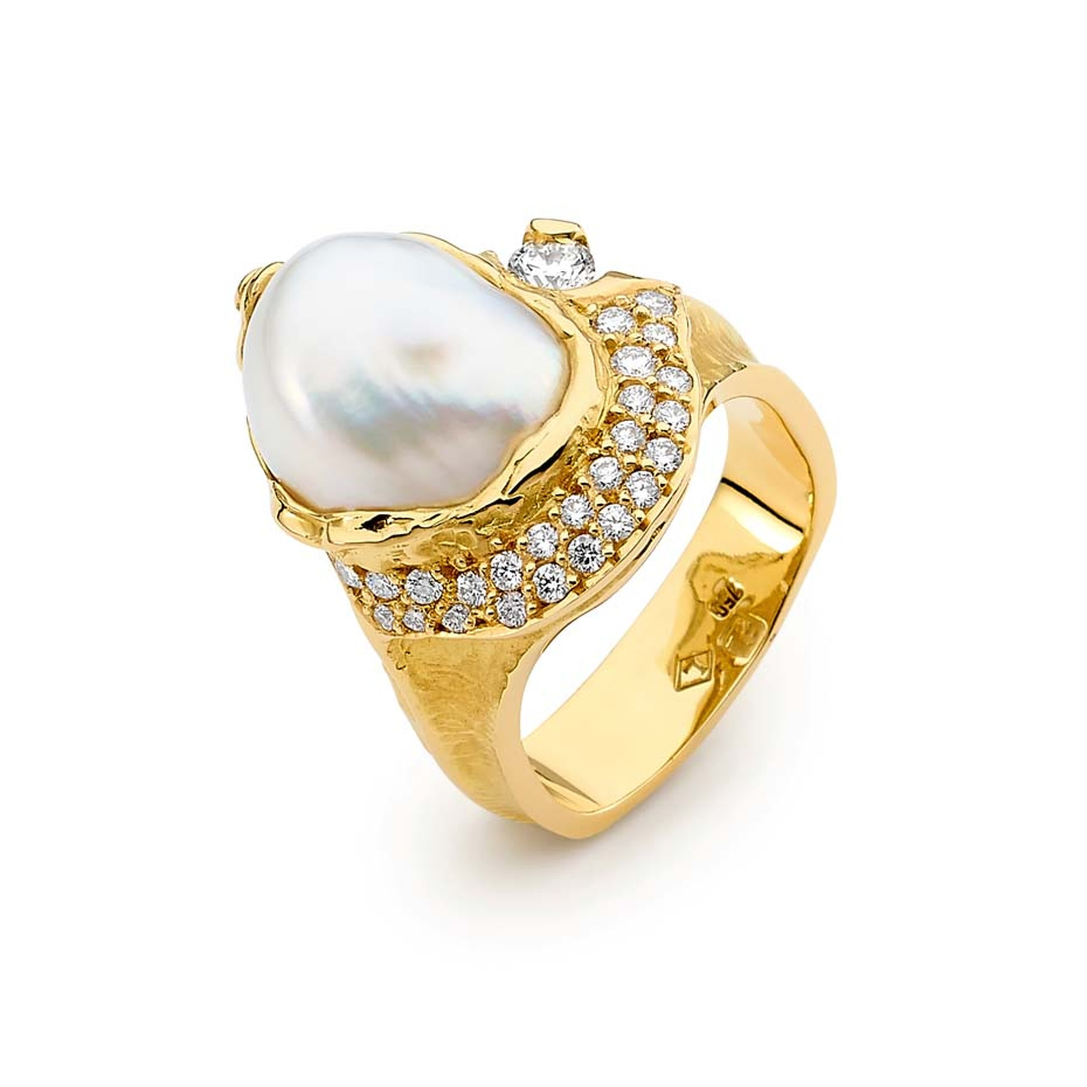 Linneys Australian seedless South Sea pearl ring in yellow gold with diamonds.