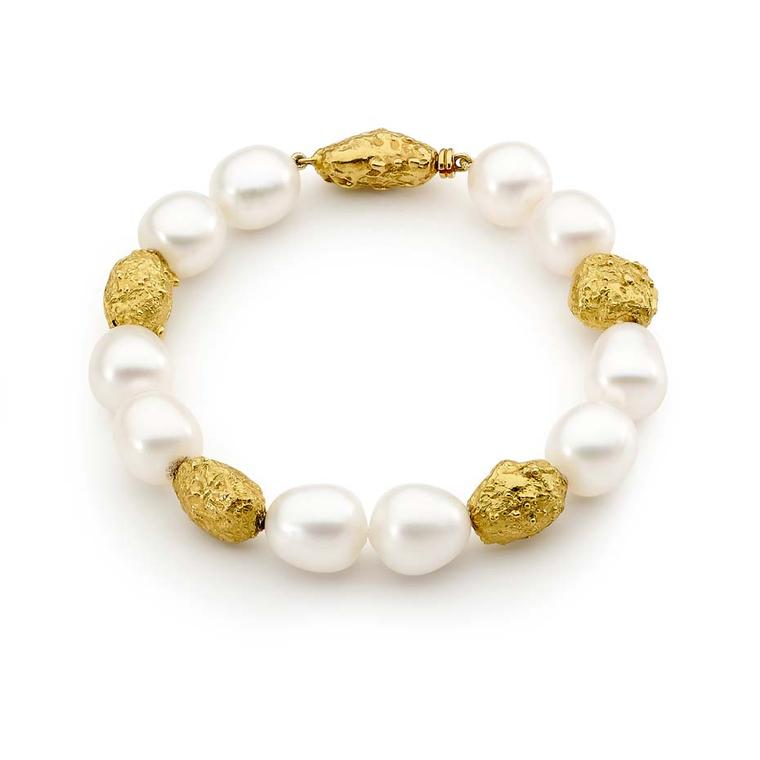 Linneys Australian South Sea pearl bracelet in yellow gold.