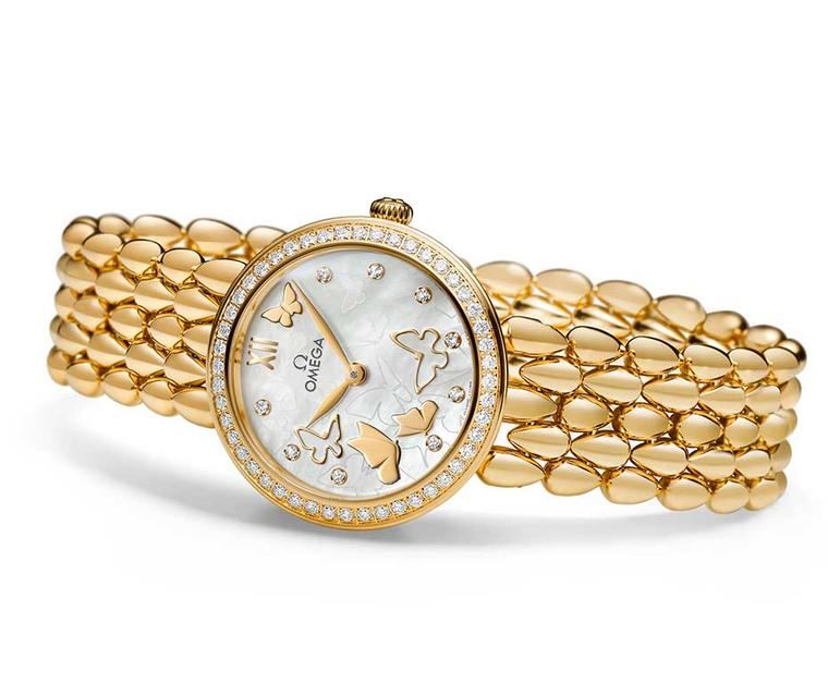 Omega De Ville Prestige Dewdrop 27.4mm watch in yellow gold has a glamorous gold jewelry bracelet inspired by the Omega Dewdrop collection. The dial of this model is decorated with diamond indices and gold butterflies against a white mother-of-pearl backg