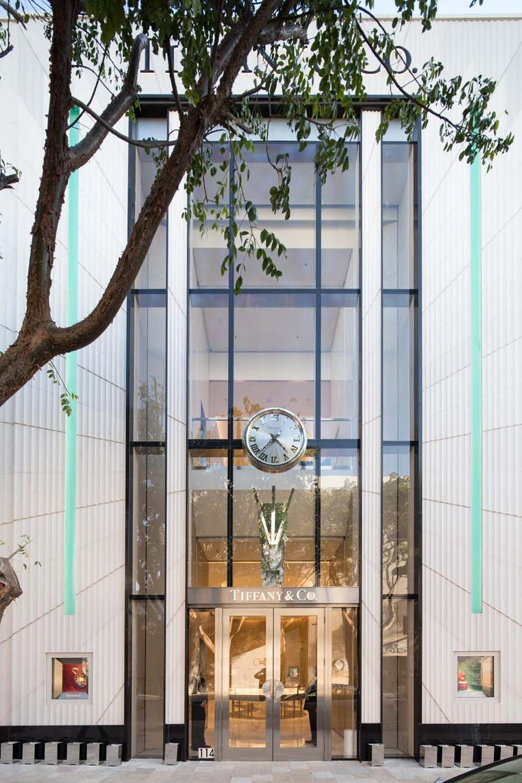 Tiffany & Co. Miami Design District storefront is reminiscent of the imposing entrance found at its flagship store in New York City.