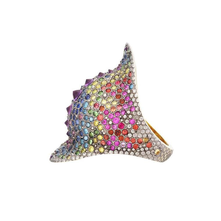 Venyx Blue Chamaeleo ring in yellow gold with multi-coloured gemstones.