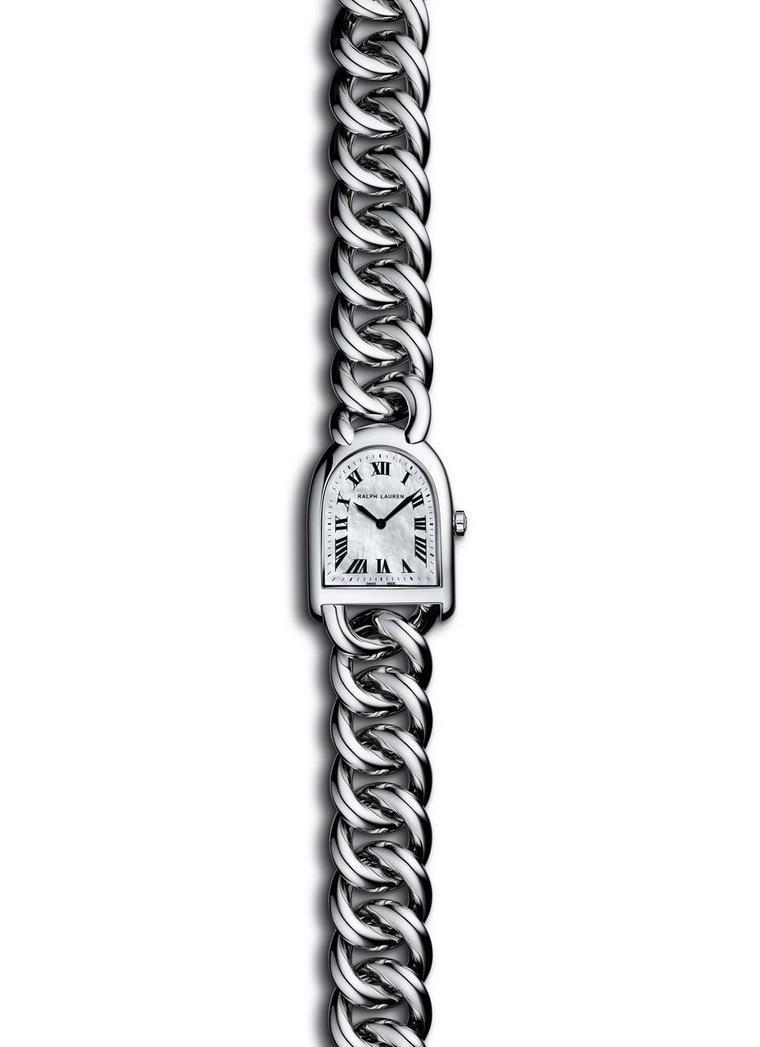 The Ralph Lauren Petite-Link watch, from the Stirrup collection, is a perfect blend of practicality and femininity thanks to its stainless steel case and mother-of-pearl dial.