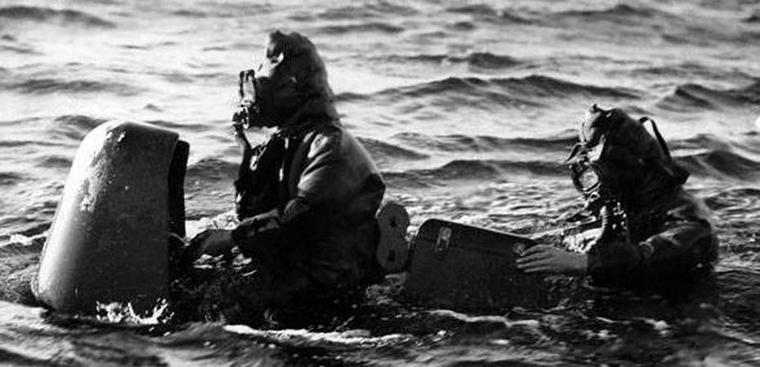 Frogmen of the Italian Navy X Flottiglia MAS commando preparing for an underwater mission.