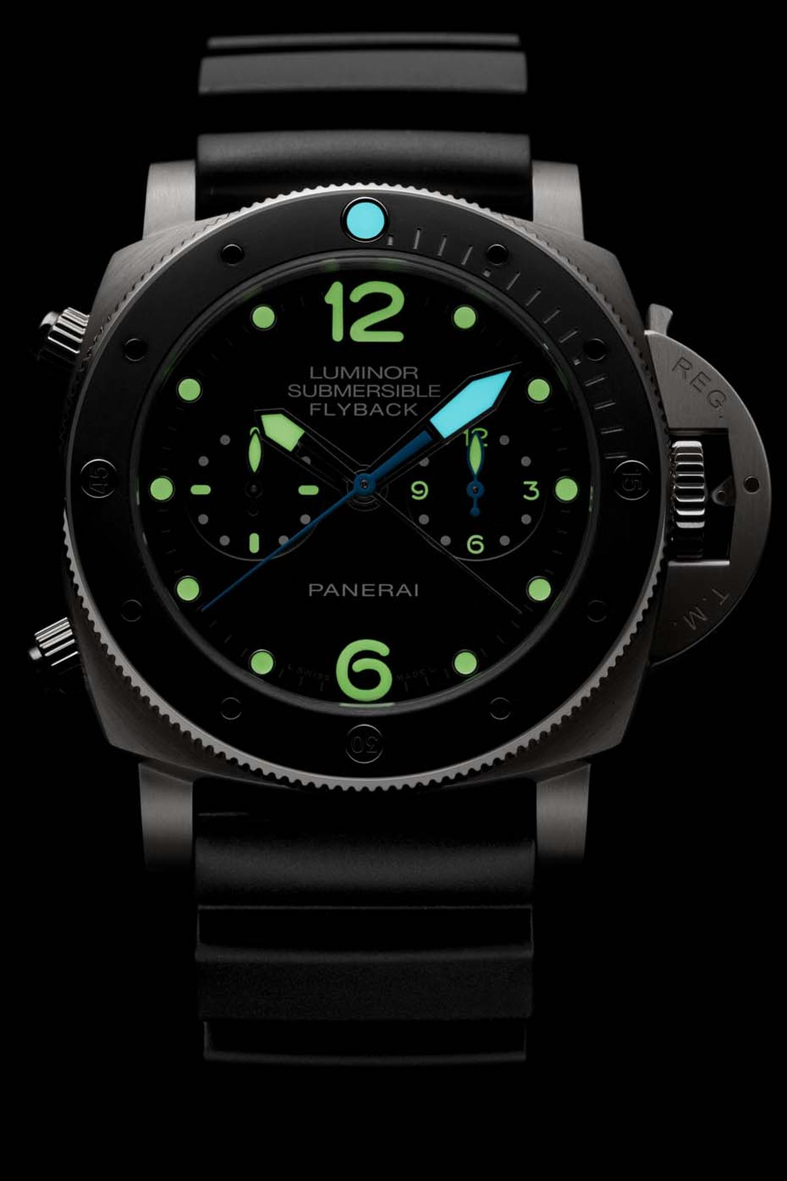 Panerai Luminor Submersible 1950 3 Days flyback chronograph was presented this year at the SIHH watch salon. The 47mm titanium case and dial of this professional dive watch, with water-resistance to 300 metres, glows in the depths thanks to the applicatio