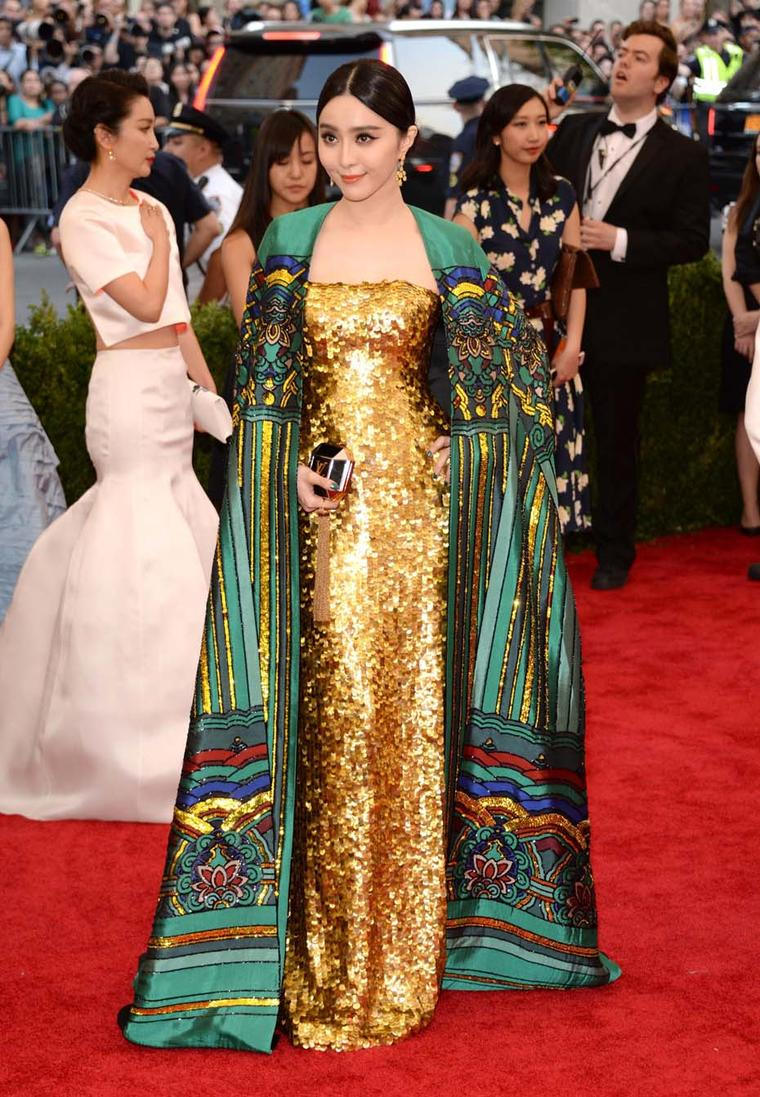 In one of the night's best looks, Fan Bingbing combined luxury with elegance by matching a pair of Chopard yellow diamond earrings and ring with her Christopher Bu golden dress and rainbow cape.