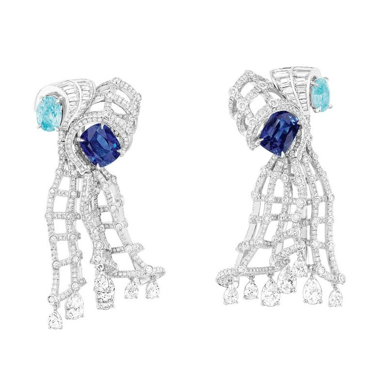 Dior Verticale Godet Sapphire earrings in white gold, featuring blue sapphires, diamonds and Paraíba tourmalines.