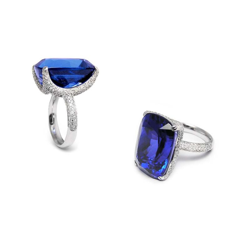 Tanzanite engagement rings: a bold and fashionable gemstone