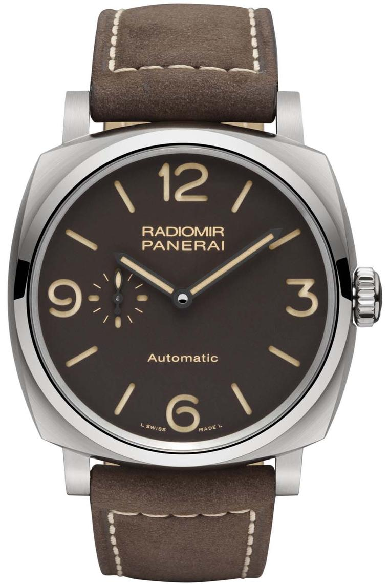 The new Panerai Radiomir 1940 3 Days Automatic Titanio watch has a brown dial with applied ecru-coloured SuperLumiNova on the numbers, hour markers and hands for a nice vintage touch. The 45mm titanium case is exceptionally lightweight and resilient to co