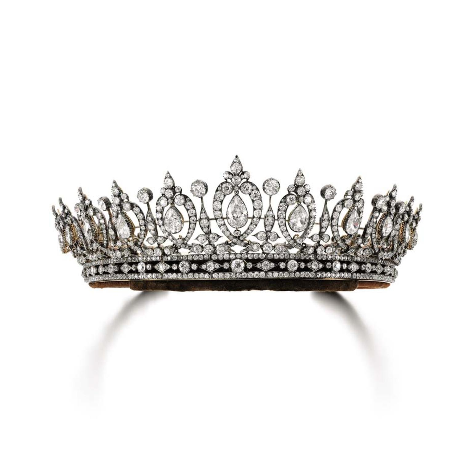 A 19th century diamond tiara belonging to the Duchess of Roxburghe went under the hammer for $848,326 after an intense bidding battle.