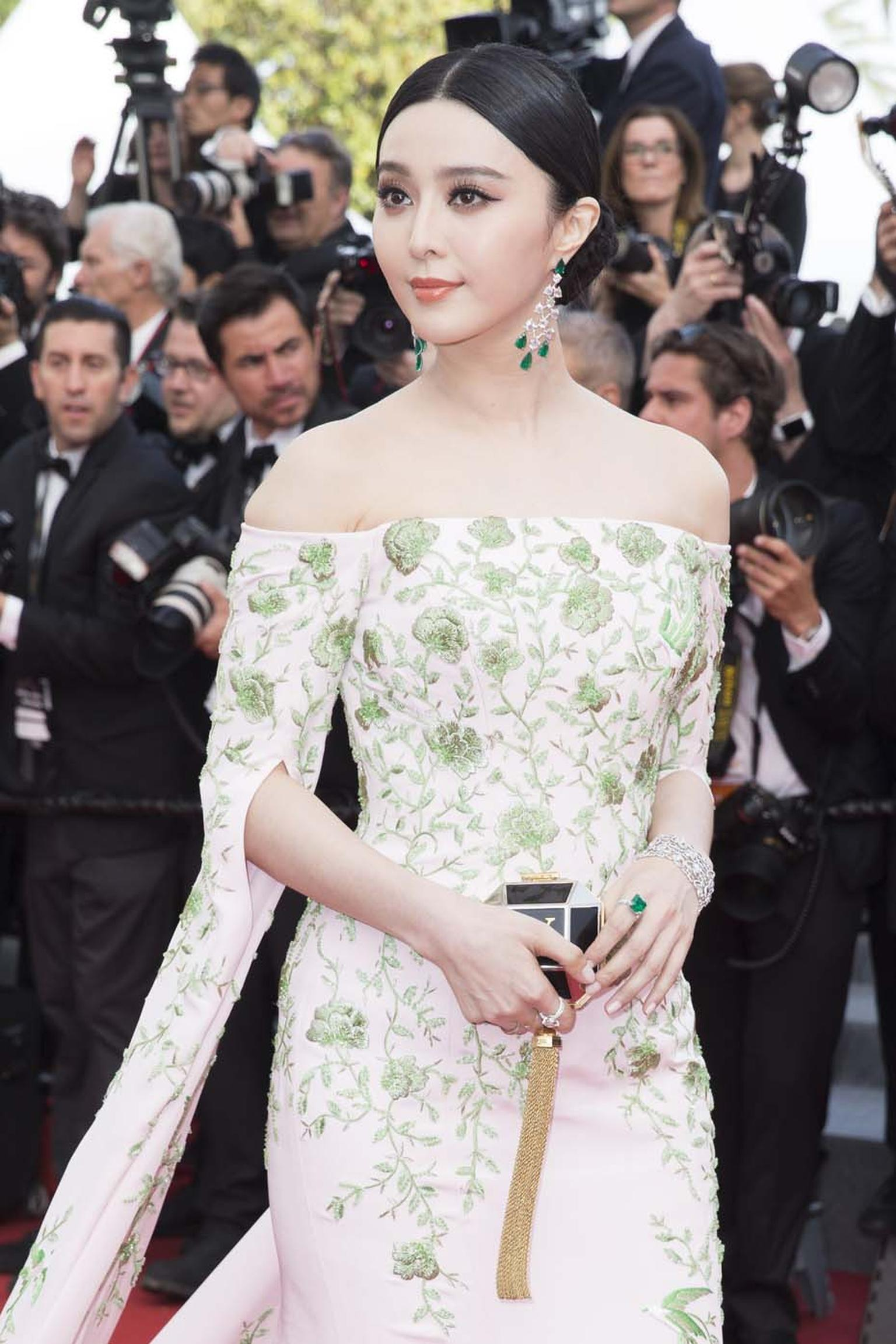 One of our favourite Cannes jewellery looks from the opening day was Chinese actress Fan Bingbing, who looked radiant in a pair of emerald Chopard earrings and an emerald ring from the Red Carpet collection, which matched her green and white floral Ralph