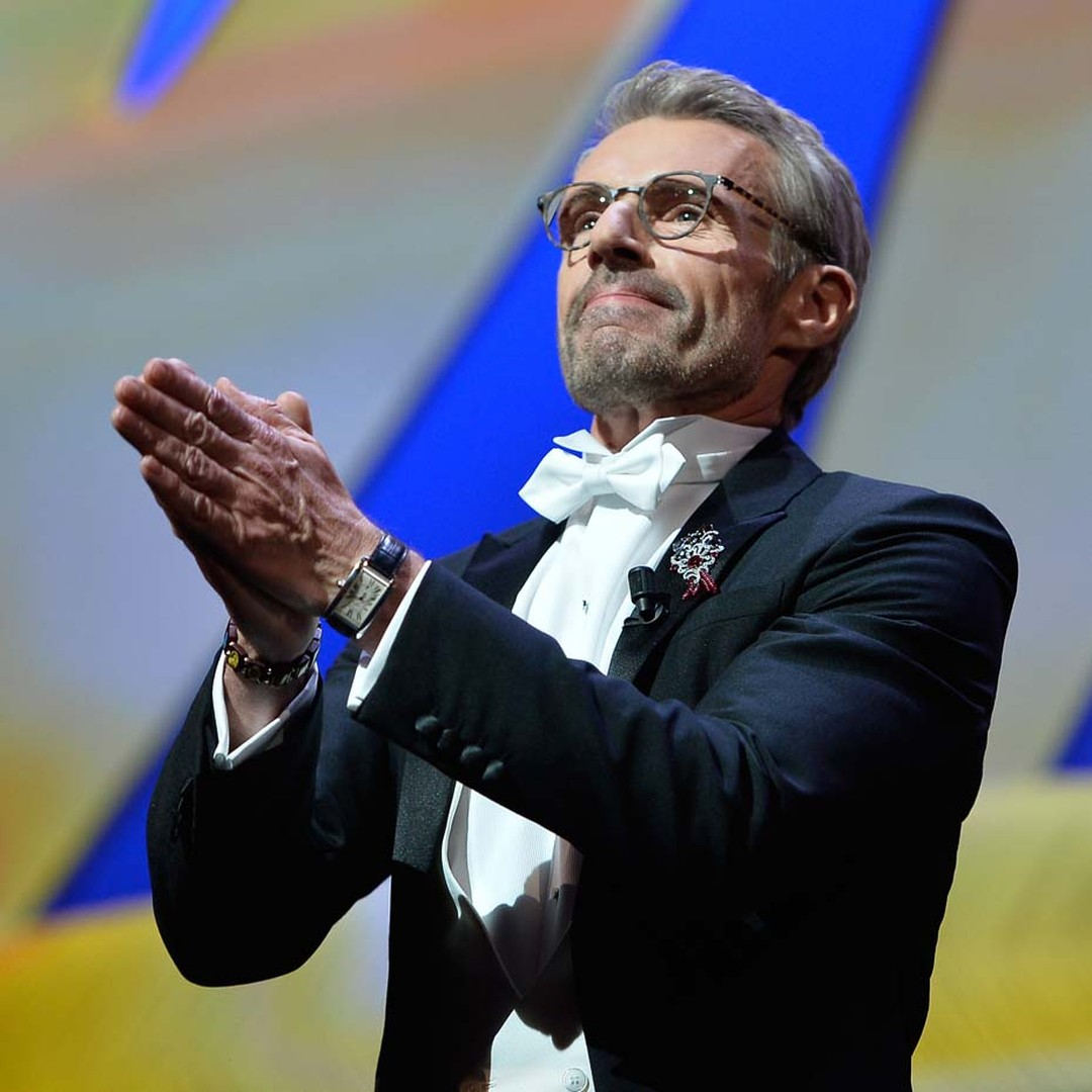 Master of ceremonies at this year's Cannes Film Festival, Lambert Wilson, showed that men, too, can sparkle in red carpet jewellery wearing a Cartier brooch set with spinels and diamonds at the opening ceremony.