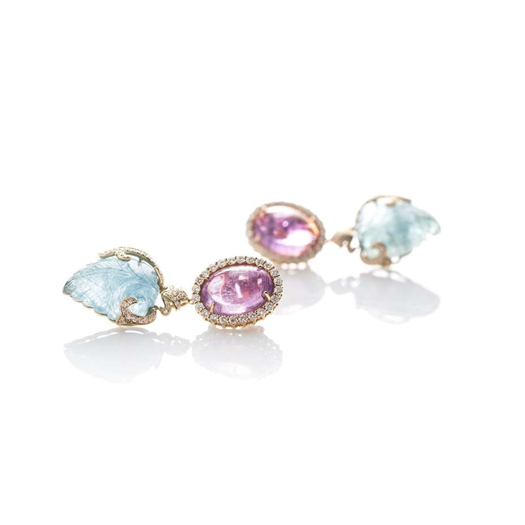 Le Jardin Exotique cabochon rubellite earrings with carved aquamarines and diamonds in yellow gold.