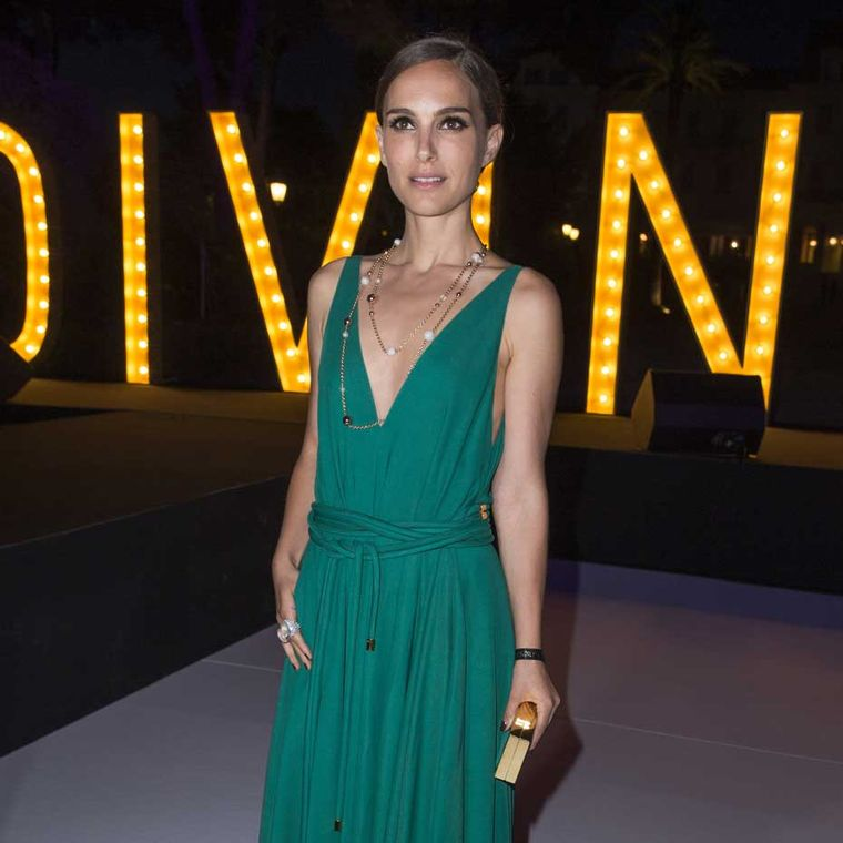 "Natalie Portman's timeless beauty shone through as she arrived at de GRISOGONO's ""Divine in Cannes"" party wearing a Boule sutoir-style necklace."