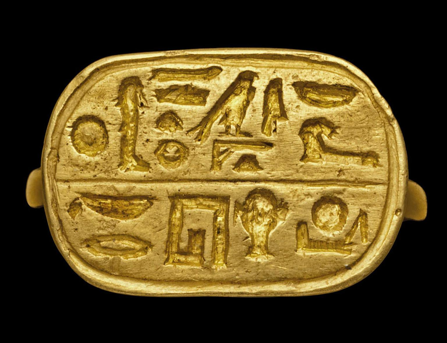 AN EGYPTIAN ELECTRUM-GOLD RING