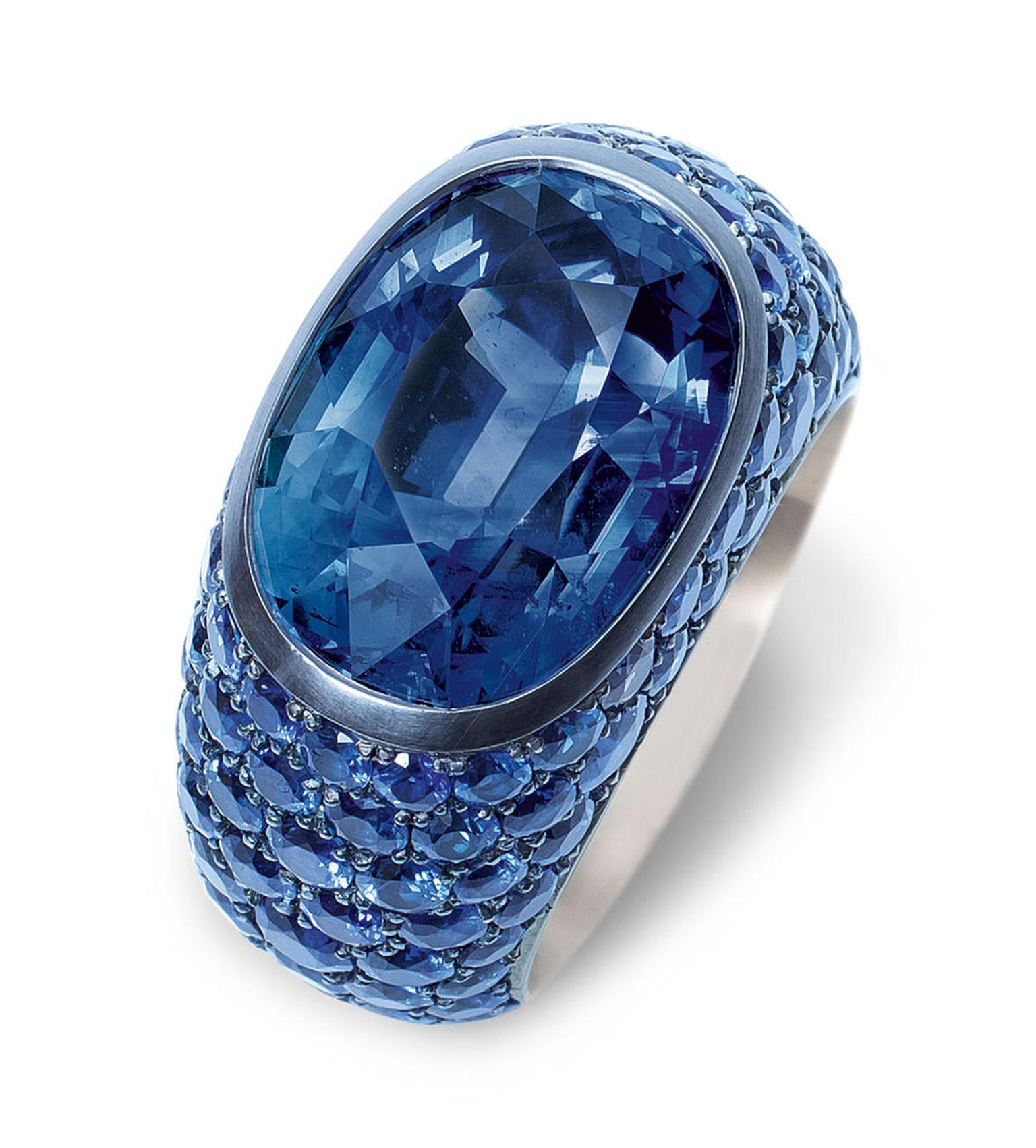 Hemmerle-ring-silver-white-gold--blue-sapphire-cts-blue-sapphires-0179