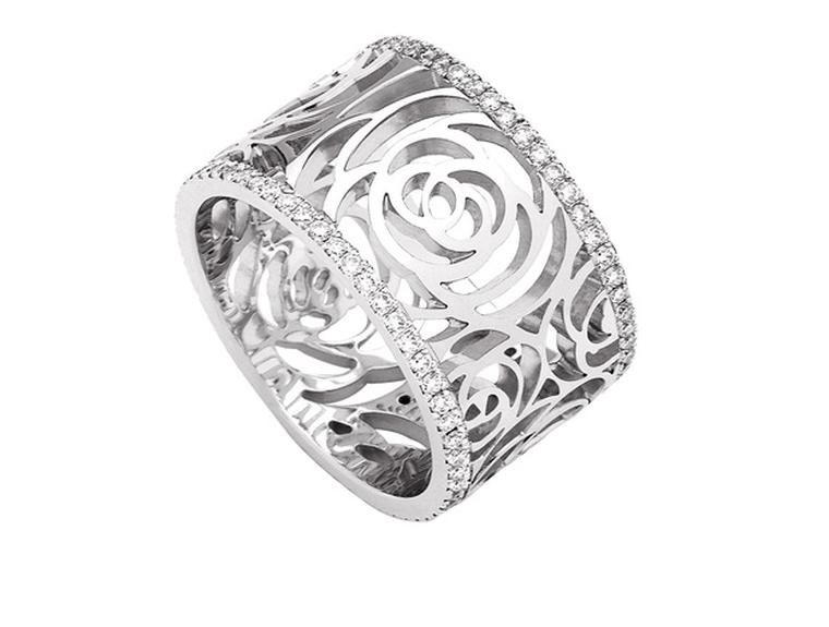 Chanel Camelia white gold and diamond Ajoure ring